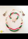 A képen látható nyaklánc, és  fülbevaló nincs benne az árban,  az külön megvásárolható