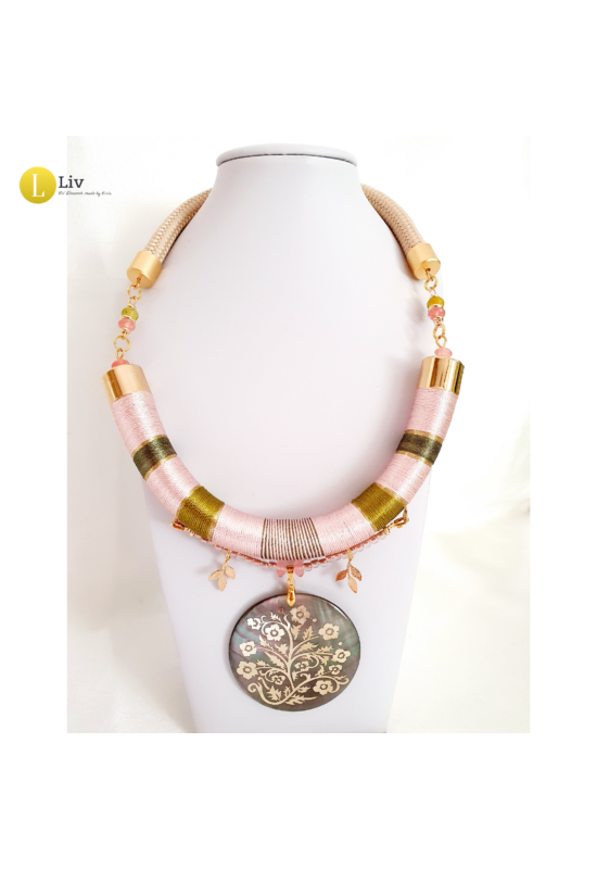 Púderszínű, zöld, egyedi, kézműves, designer nyaklánc, aranyozott ékszeralkatrészekkel - Liv Ékszerek, ékszer